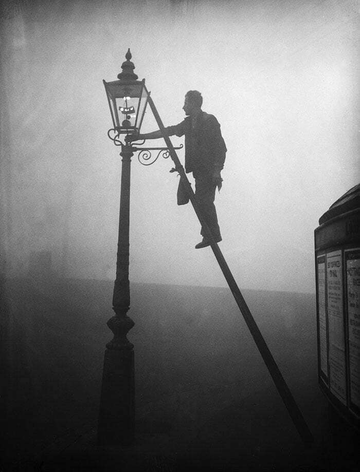 london-fog-old-vintage-photography-20th-century-1-57a89285323c7__700