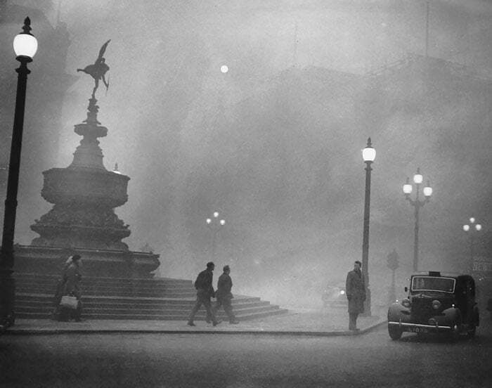london-fog-old-vintage-photography-20th-century-19-57a892ab6e53f__700
