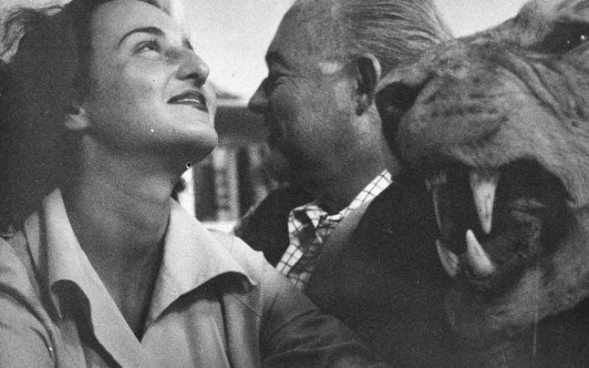 Adriana Ivancich şi Ernest Hemingway (Foto: jfklibrary.org)