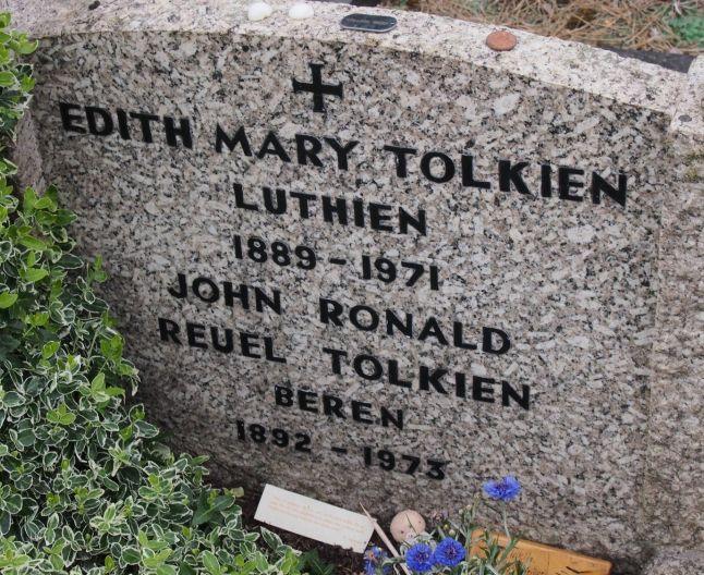 Chiar şi pe piatra funerară a lui Edith, scriitorul a avut grijă să îşi declare dragostea